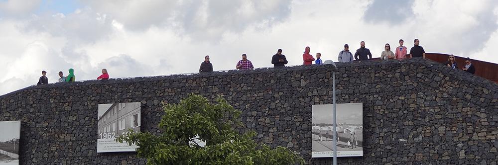 Weil der Fanhügel voll war, mussten einige Fans auf den Wakepark-Berg ausweichen.