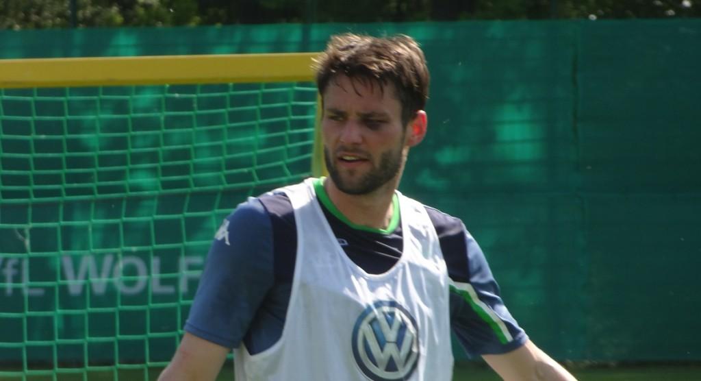 Christian Träsch - Spitzname: Das Veilchen. Er ist noch deutlich gezeichnet von seinem Unfall im Spiel.