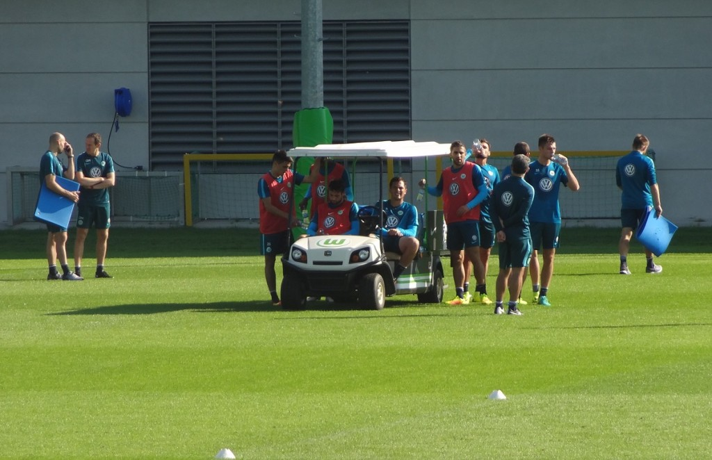 team-mannschaft-training-pause-bendtner-mobil