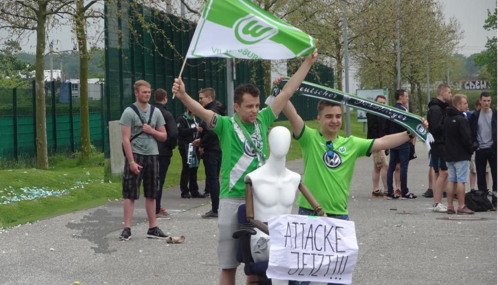 Attacke-jetzt-VfL-Wolfsburg-Fans