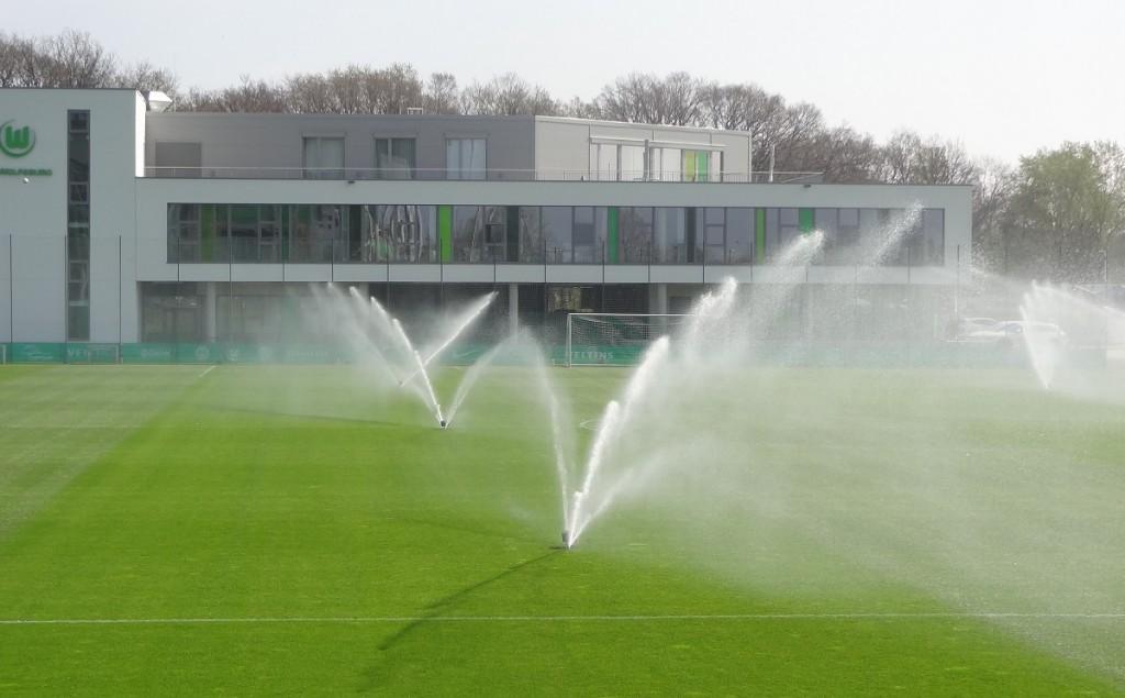 Trainingsplatz-Sprenger-Regen-VfL-Center