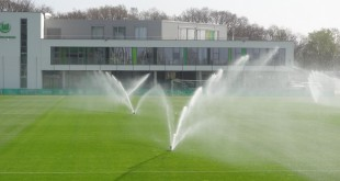 Trainingsplatz-Sprenger-Regen-VfL-Center