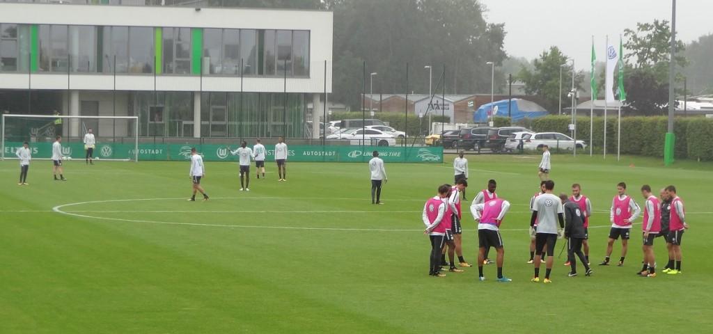 Trainingsplatz-Team-Mannschaft-VfL-Wolfsburg