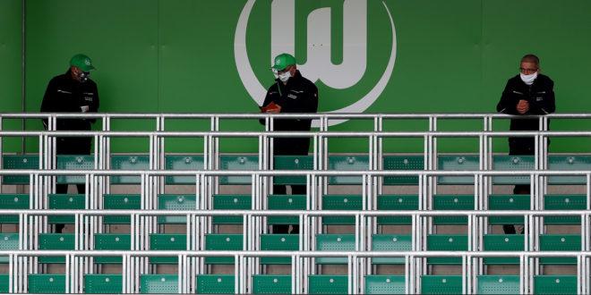 Der VfL Wolfsburg testet gegen den 1. FC Phönix Lübeck erneut im AOK Stadion. (Photo by Martin Rose/Getty Images)